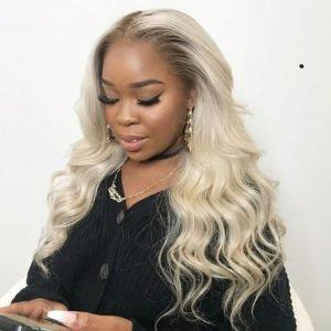 Wendy – Perruque lace wig ondulée middle-part – 24 pouces